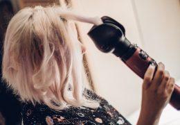 Comment bien utiliser une brosse lissante ?