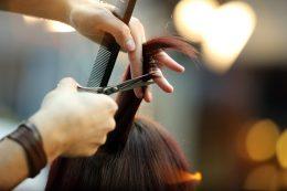 Les astuces de coiffeurs pro pour savoir choisir ses ciseaux